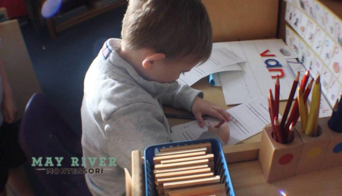mayrivermontessori.com-child_working_on_words